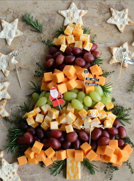 Коледно дърво от сирене и грозде